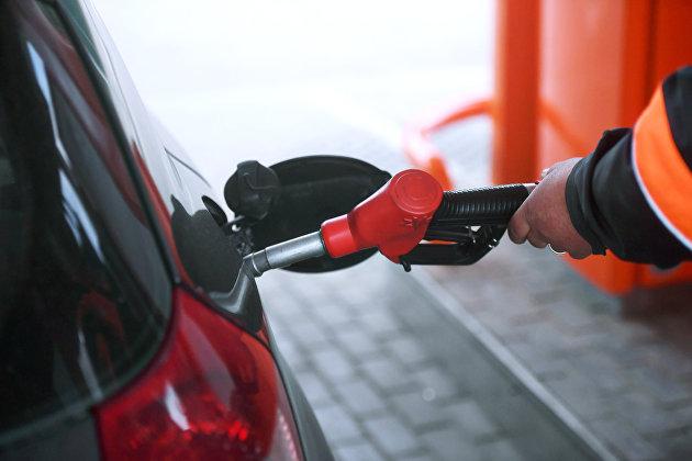Цены на бензин на АЗС Москвы не растут восемь недель подряд