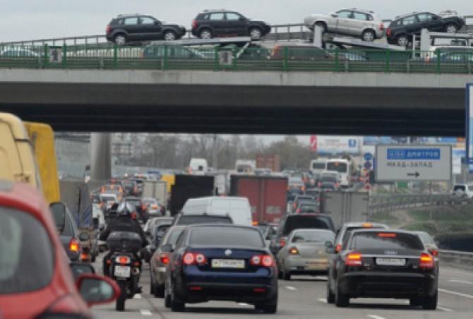 Большинство россиян тратят на автомобиль до 10 тысяч рублей в месяц