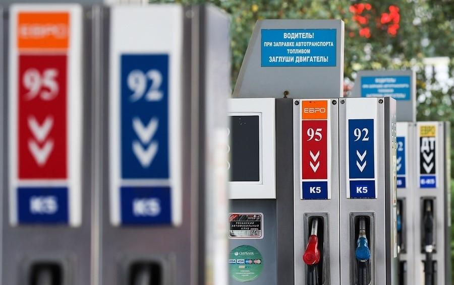 Почему весной бензин в России стал стоить дороже, чем в США