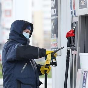 Цены на бензин на АЗС Москвы не растут девять недель подряд