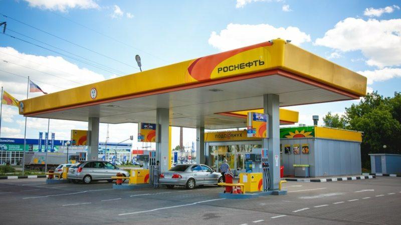 """В """"Роснефти"""" увидели признаки восстановления розничного спроса на бензин в мае"""