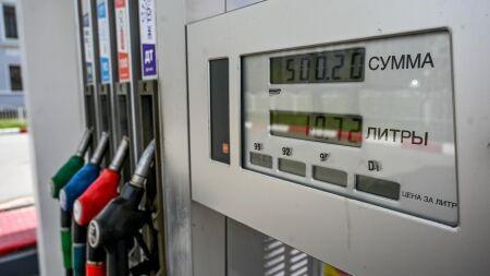 В Санкт-Петербурге цена на бензин в апреле осталась прежней