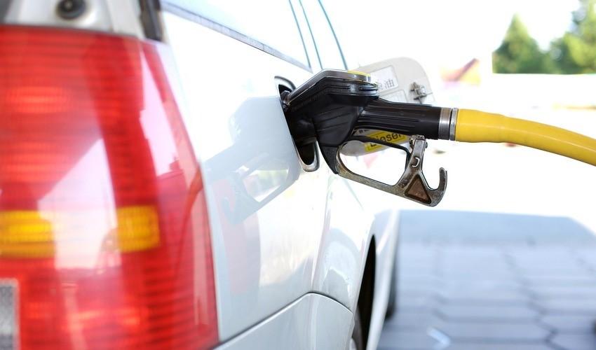 В Южно-Сахалинске еще четыре АЗС снизили цены на топливо