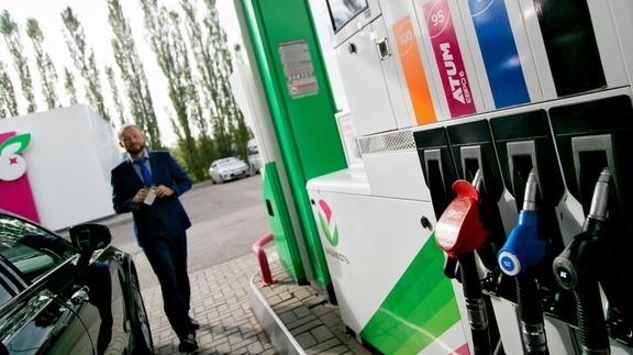 В апреле и начале мая стоимость автомобильного топлива на некоторых заправках Ставрополья пошла вниз, следует из материалов ФАС