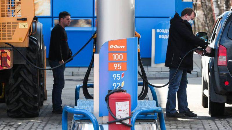 Эксперты ожидают волну контрафакта на АЗС из-за падения спроса на бензин в России