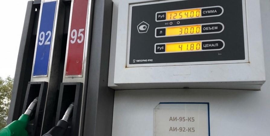 На одной из мурманских АЗС бензин подорожал сразу на 1,75 рубля