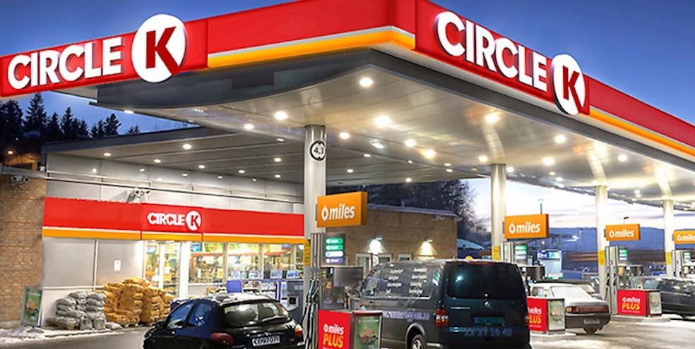 Оптовики подымают цены на бензин, на АЗС Мурманской области их держат без изменений.