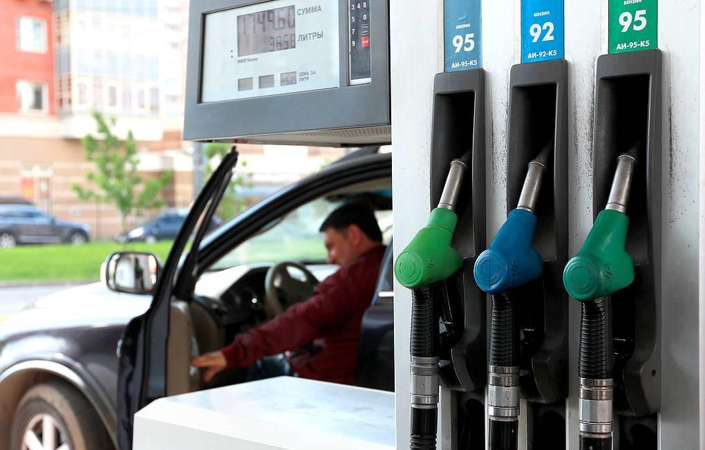 Средние цены на бензин в России за неделю выросли на 8 копеек
