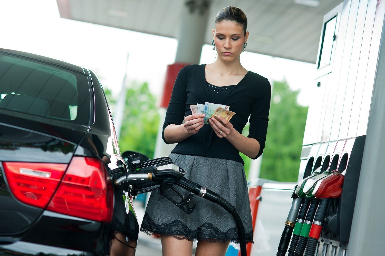 Эксперты обеспокоены. в России отмечен резкий скачок цен на бензин