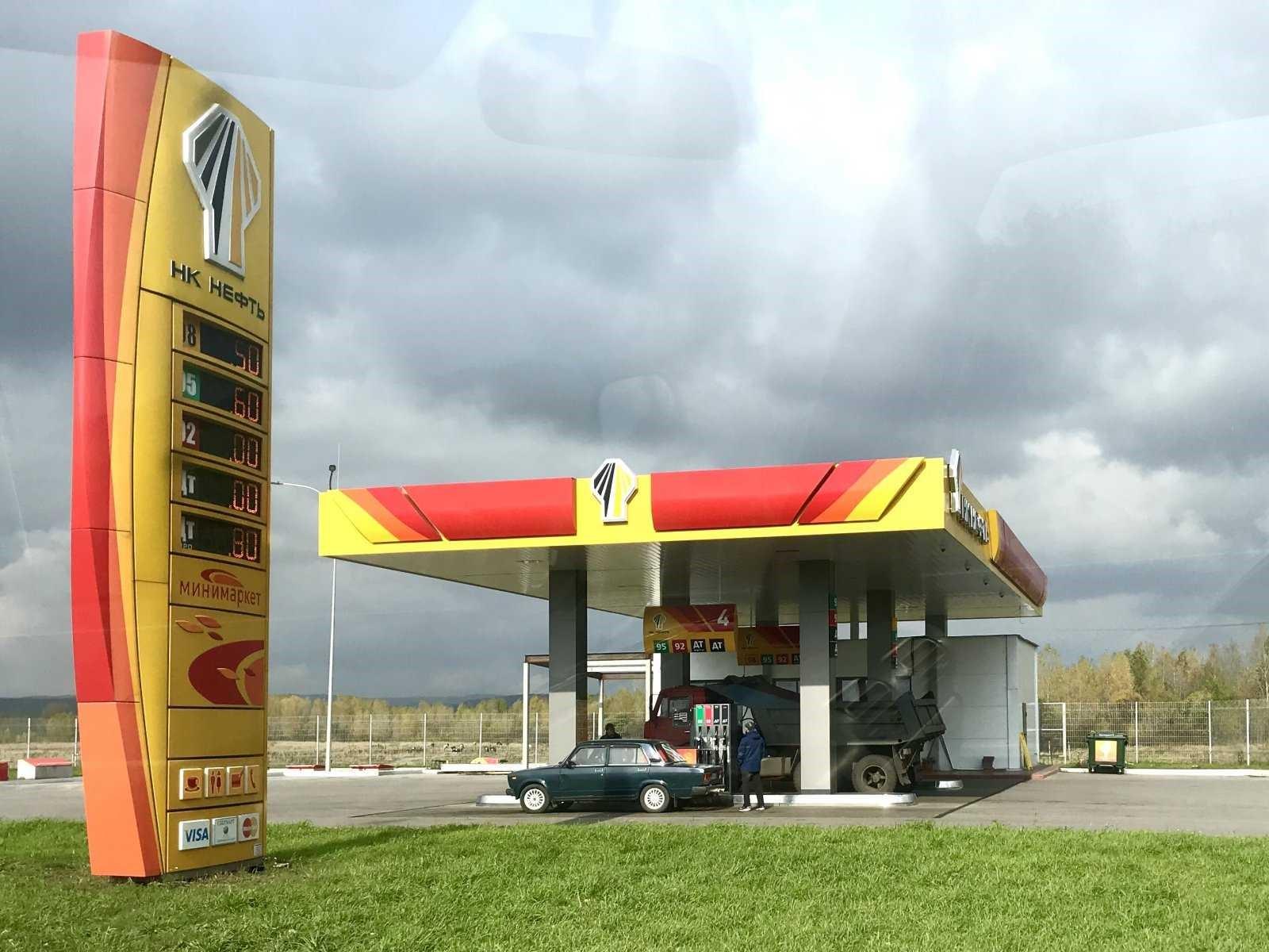 В Алтайском крае обнаружили опасное топливо на четырех автозаправках