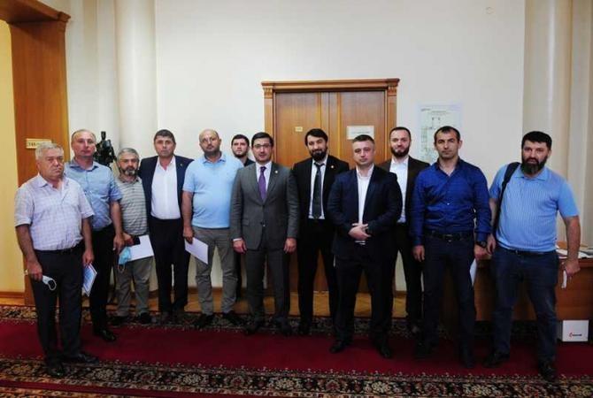 Гаджимагомед Гусейнов вручил сертификаты руководителям АЗС в Дагестане