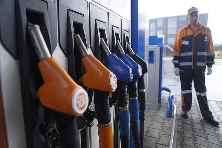 Глава Росстандарта объяснил, что даст водителям новый ГОСТ на бензоколонки. Он вступит в действие с 1 октября.
