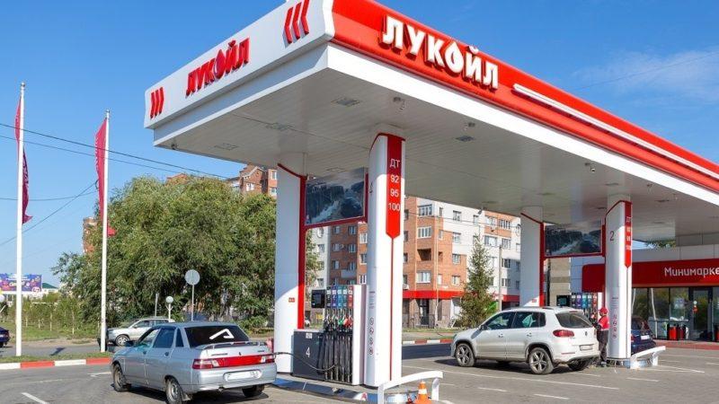 «Контроль точности налива топлива — наша повседневная работа», — рассказывает директор омской сети АЗС