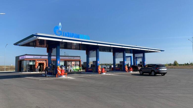 В Тюмени открылись две автозаправочные станции «Газпромнефть» с медиа-экранами на фасаде.