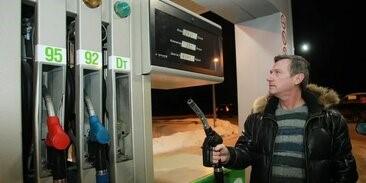 Средние цены на бензин в России за неделю выросли на три копейки