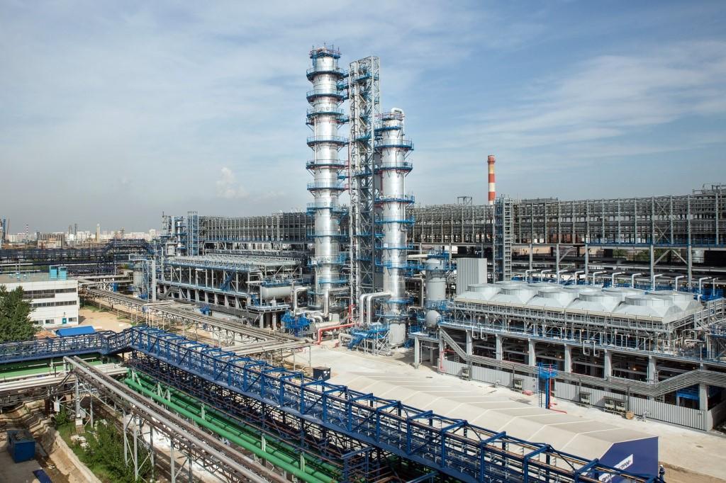 «Газпром нефть» за 9 месяцев увеличила производство автомобильного топлива