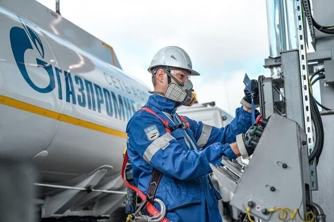 Сеть АЗС «Газпромнефть» перешла на безоператорный слив топлива