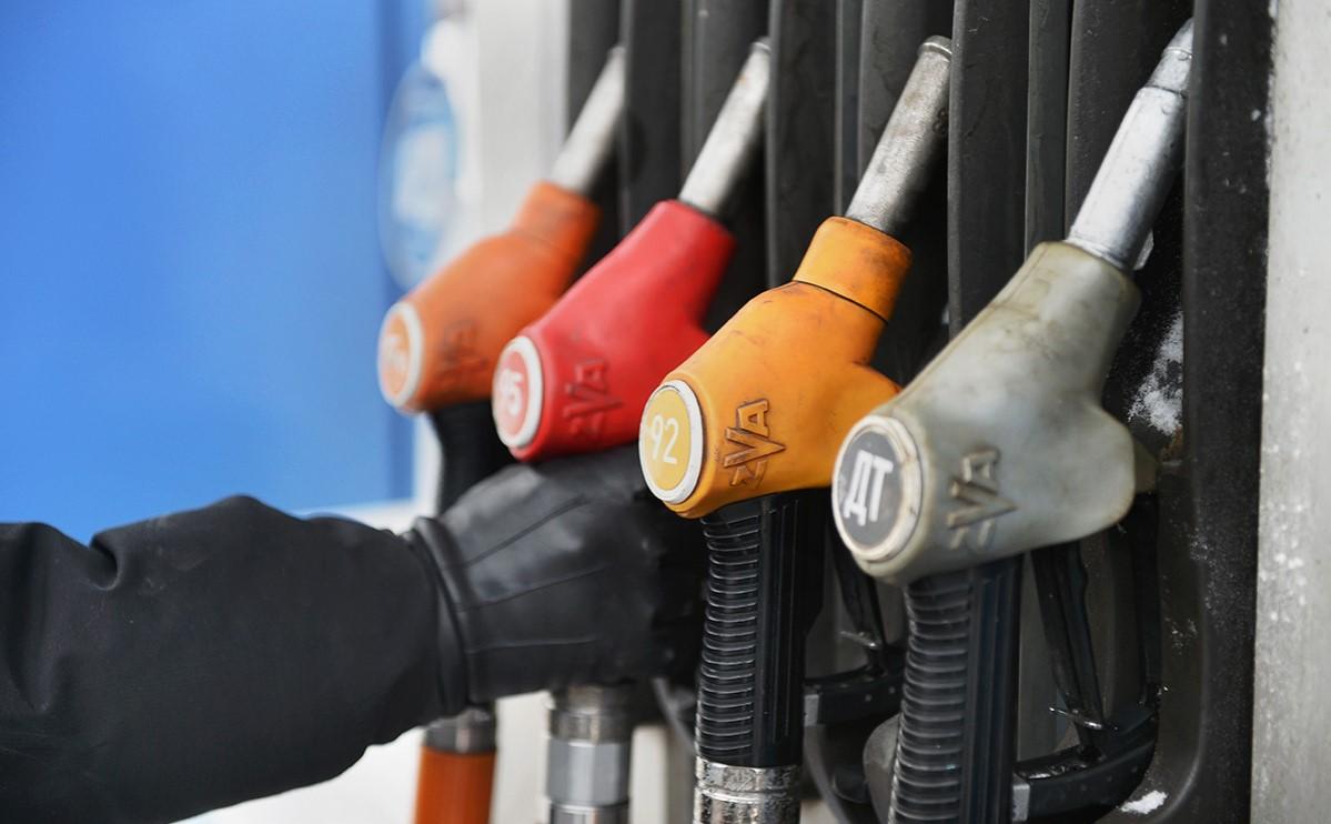 Цены на бензин растут на АЗС России третью неделю подряд