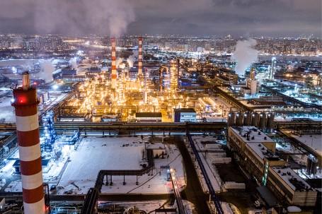 «Коммерсантъ»: нефтекомпании предлагают изменить демпфер, чтобы сдержать рост оптовых цен на топливо