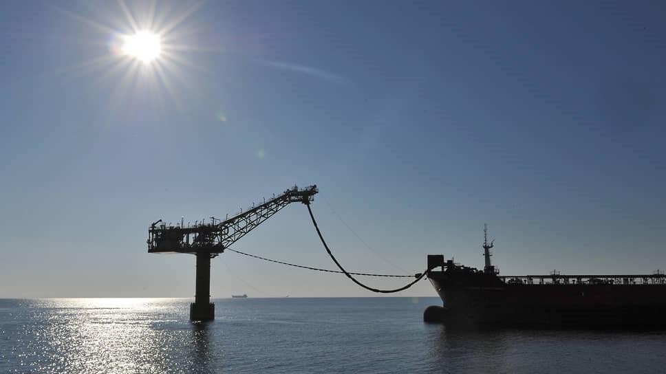 Россия нефтью внутрь. Добывающие компании готовятся снизить экспорт и поднять объемы переработки