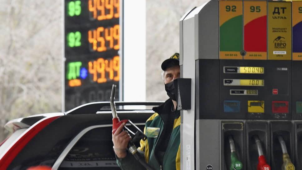 Бензин тянут на биржу
