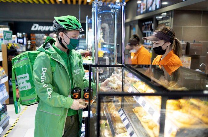Сеть «Газпромнефть» и Delivery Club запустили сервис заказа еды «навынос» с АЗС